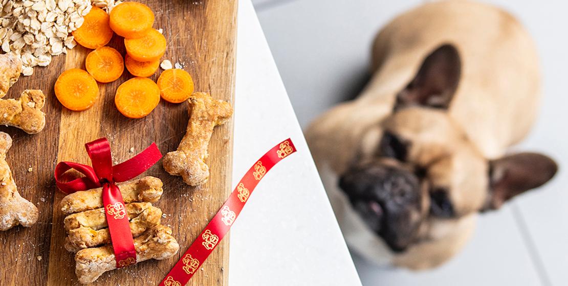 Tavolo con cibo per cani con nastro per etichette originale Brother