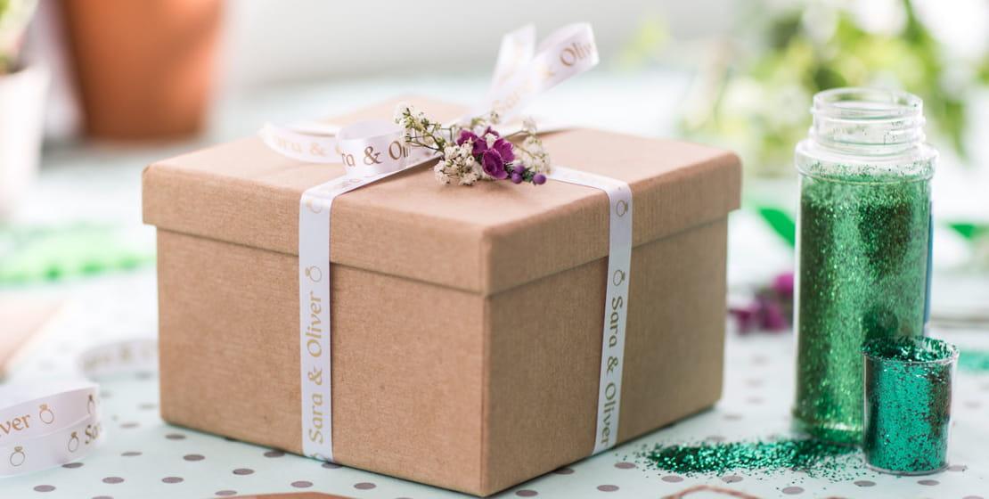 scatola regalo con nastro originale Brother bianco con scritta oro