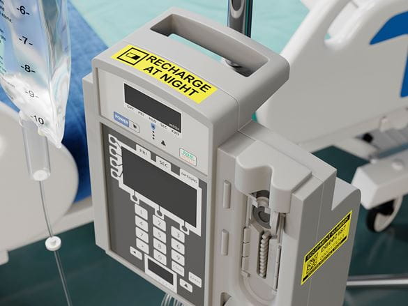 Gule merkelapper festet på medisinsk utstyr
