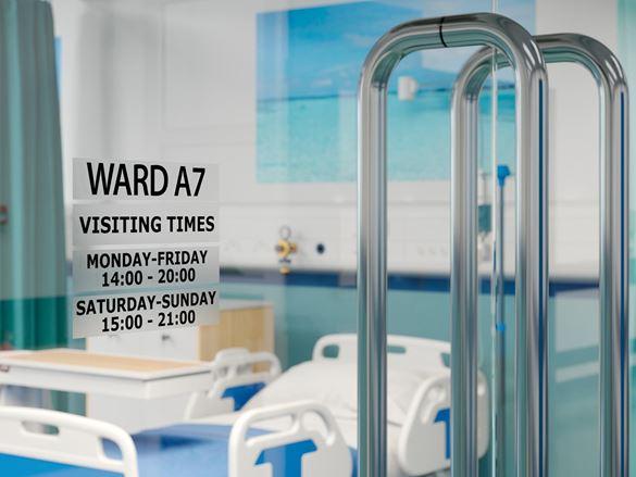 Dørskilt på sykehusavdelingen som viser besøkstider