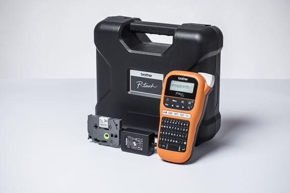 Brother PTE110VP merkemaskin med koffert, strømadapter og TZe-tape