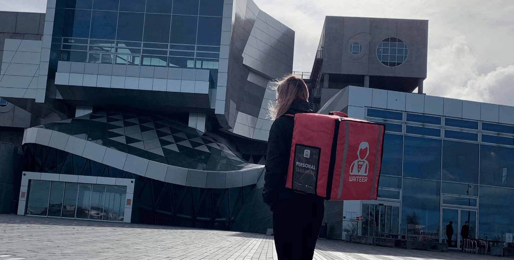 Woman with a Waiteer bag in front of a building