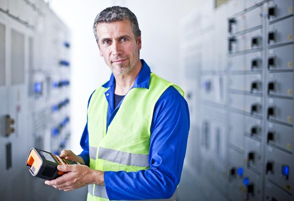 Male electrician holding a Brother PT-E550W label printer