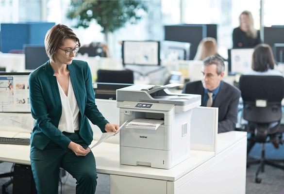 Brother DCP-L3550CDW färglaser allt-i-ett i kontorsmiljö