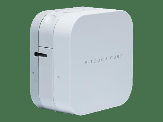 Brother P-touch CUBE P300BT merkemaskin for utskrift av merkelapper og silkebånd skråstilt mot venstre