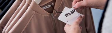 10 % hinnanalennustarra kiinnitettynä vaatteeseen