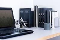 Bærbar datamaskin for å skrive ut merkelapper på en Brother PTP910BT CUBE Pro merkemaskin