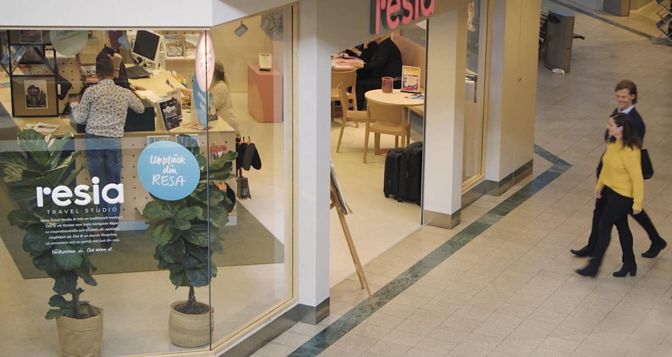 Resia entrance_case