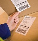 Labels med sregkoder og en kasse