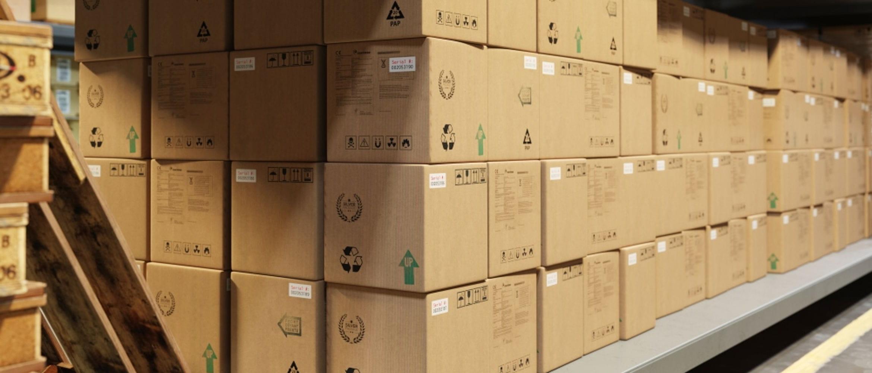 Caixas de papelão com etiquetas