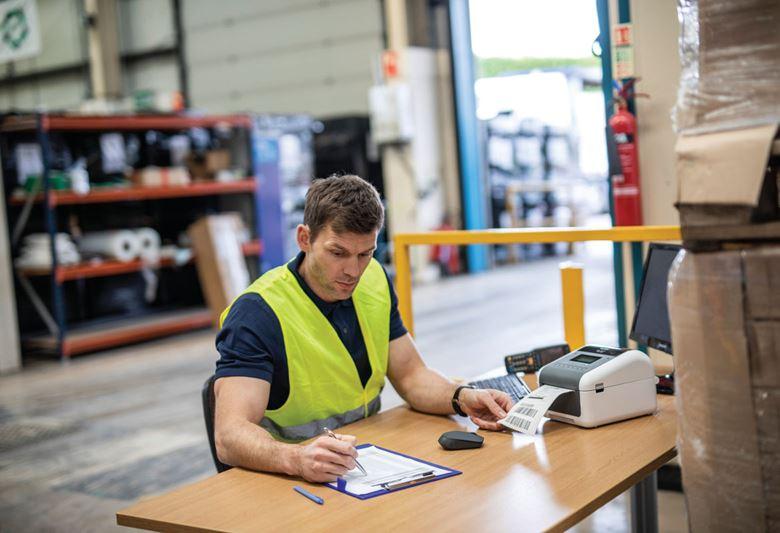 Impressora de etiquetas TD Brother para o setor transporte e logística