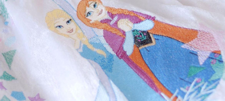 motif de broderie de deux princesses disney