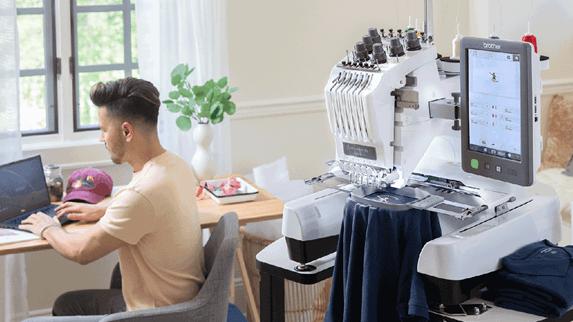 PR680W borduurmachine in werkkamer