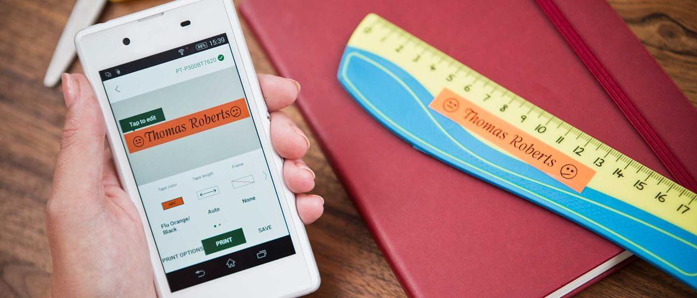 En mobil med Brother P-touch Design&Print App