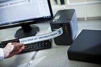 Tisk štítku s čárovým kódem z PT-P900W a PT-P950NW