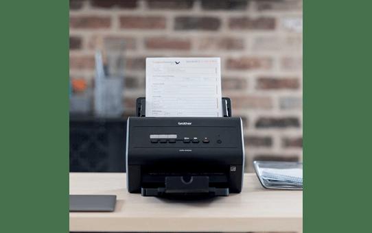 ADS-2400N scanner de bureau 4
