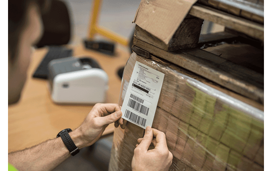 Stansade etiketter på rulle BDE-1J152102-102 5