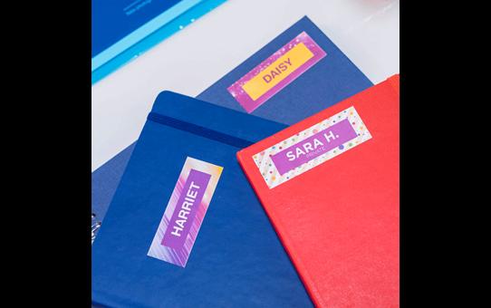 Oriģināla Brother CZ-1003 pilmkrāsu uzlīmju lente, 19 mm platas uzlīmes 15