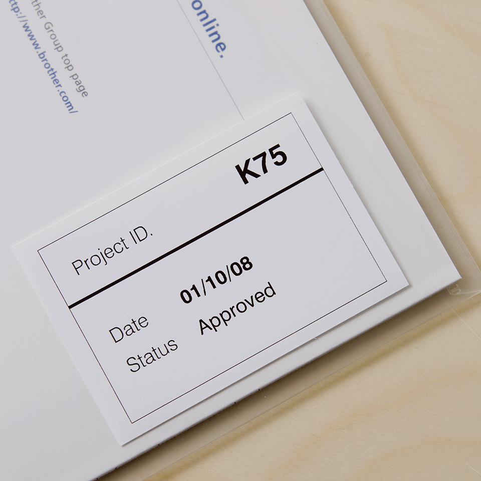 Oriģināls Brother DK-22212 vienlaidu garuma plēves uzlīmju lentas rullis - melnas drukas, balts  - 62mm 2