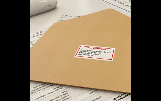 Oriģināla Brother DK-22251 vienlaidu garuma papīra uzlīmju lenta - melnas un sarkanas drukas, balta, 62mm 2