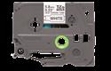Originali Brother Hse-211 karščiu veikiamos cilindrinės juostos kasetė  – juodos raidės baltame fone, 5,8 mm pločio