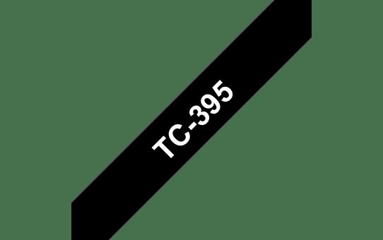 Originální pásková kazeta pro tisk štítků Brother TC395 – bílý tisk na černém podkladu, šířka 9 mm