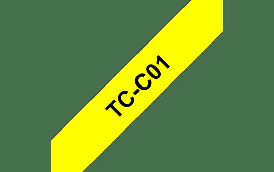 Originali Brother TCC01 fluorescentinė ženklinimo juostos kasetė – juodos raidės ant geltono fono, 12 mm pločio