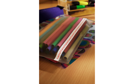 Original TZe-222 Schriftbandkassette von Brother – Rot auf Weiß, 9mm breit 4