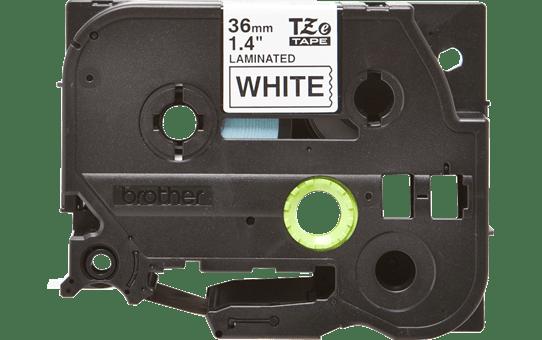 Brother TZe261: оригинальная кассета с лентой для печати наклеек черным на белом фоне, ширина 36 мм.