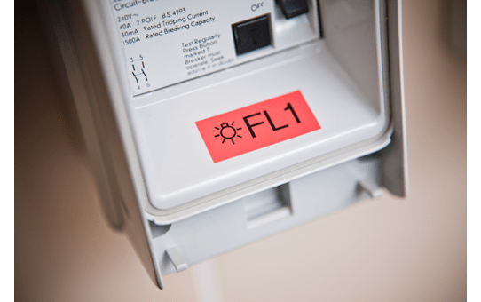 Original TZe-451 Schriftbandkassette von Brother – Schwarz auf Rot, 24mm breit 4