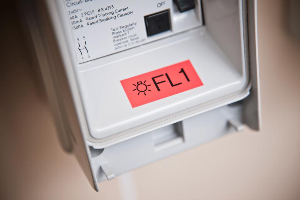 Fita laminada TZe451 Brother para interruptores