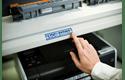 Originele Brother TZe-551 label tapecassette – zwart op blauw, breedte 24 mm 4