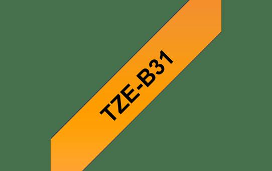 Brother original TZeB31 merketape - sort på fluoriserende oransje, 12 mm bred