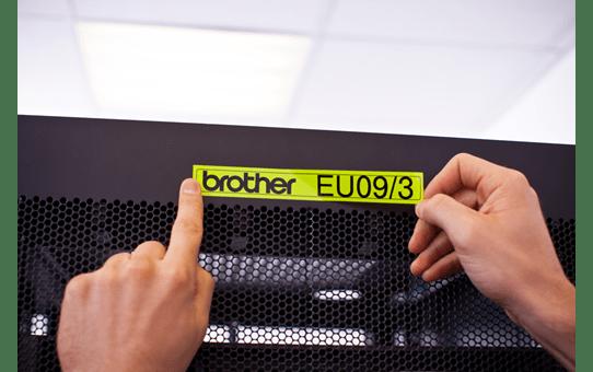 Oryginalna taśma fluorescencyjna TZe-C51 firmy Brother – czarny nadruk na żółtym fluorescencyjnym tle,  24mm szerokości 4