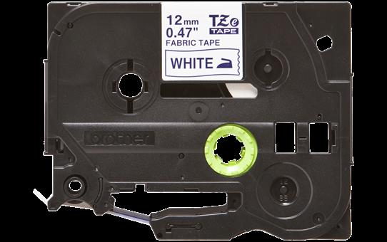 Originali Brother TZe-FA3 medžiaginės juostos kasetė – mėlynos raidės ant balto fono, 12 mm pločio