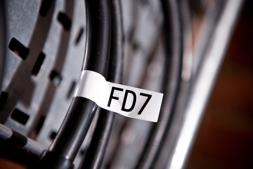 Oryginalna taśma identyfikacyjna Flexi ID TZe-FX251 firmy Brother – czarny nadruk na białym tle, 24mm szerokości 4