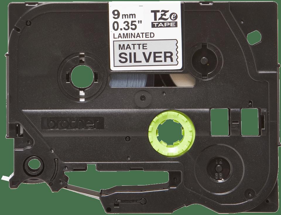 Alkuperäinen Brother TZeM921 -mattametallitarra – musta teksti hopeanvärisellä pohjalla, 9 mm 2