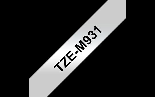Brother original TZeM931 merketape - sort på matt sølv metallisk, 12 mm bred