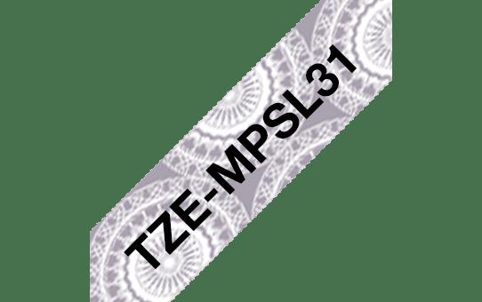 Alkuperäinen Brother TZeMPSL31 -tarranauha – musta teksti/pitsikuvioitu pohja,  12 mm