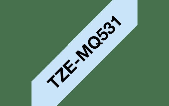 Brother TZe-MQ531  – Черен текст на пастелно синя лента