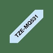 Brother TZeMQ531 matt merketape med sort tekst på pastellblå bunn