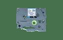 TZeMQE31: оригинальная кассета с лентой для печати наклеек черным на пастельно-розовом фоне, ширина 12 мм.