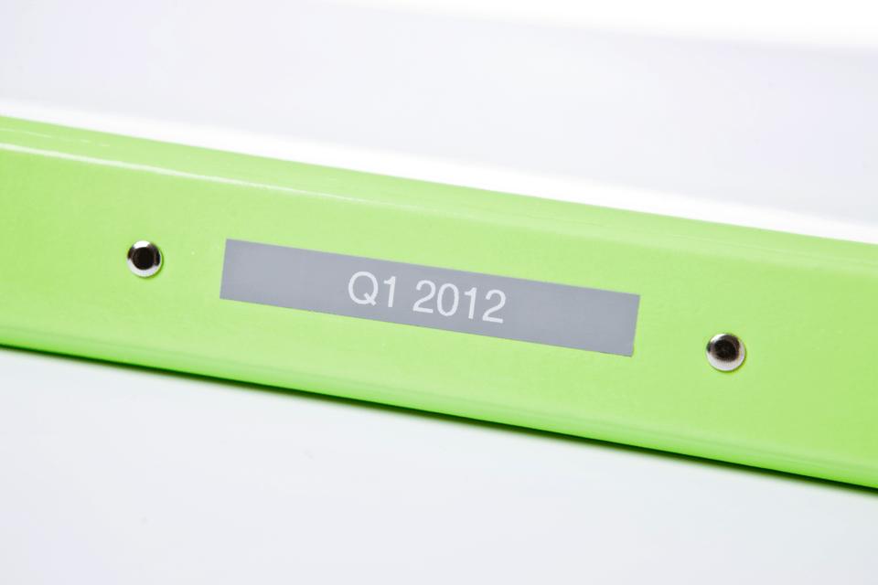 Eredeti Brother TZe-MQL35 szalag– Szürke alapon fehér, 12mm széles 4