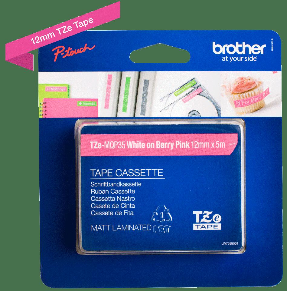 Brother TZe-MQP35 original etikett tapekassett- vit på rosa laminerad tape, 12 mm bred 2