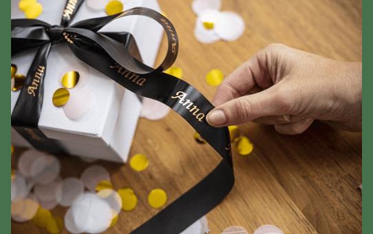 Äkta Brother TZe-R354 satinbandskassett – guld på svart, 24 mm brett band 5