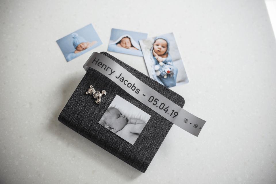 Äkta Brother TZe-R951 satinbandskassett – svart på silver, 24 mm brett band 4