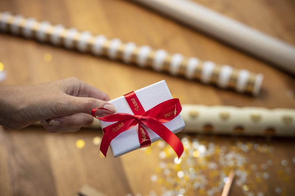 Cinta satinada no adhesiva TZeRW34 Brother para envolver paquetes de regalos