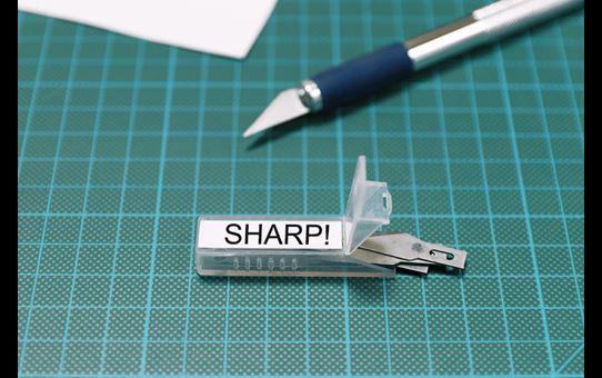 TZe-S221 sterk klevende labeltape 9mm 4