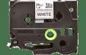 Brother TZeS261: оригинальная кассета с лентой с мощной клейкой поверхностью для печати наклеек черным на белом фоне, ширина: 36 мм.