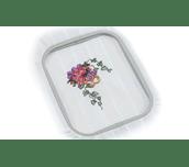 Broderie florale sur tissu blanc dans le cadre de broderie Brother EF62